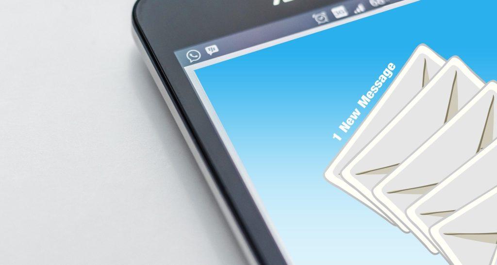 Siteground permite gestionar correos desde su webmail.